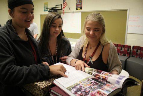 2018 Yearbook class begins work