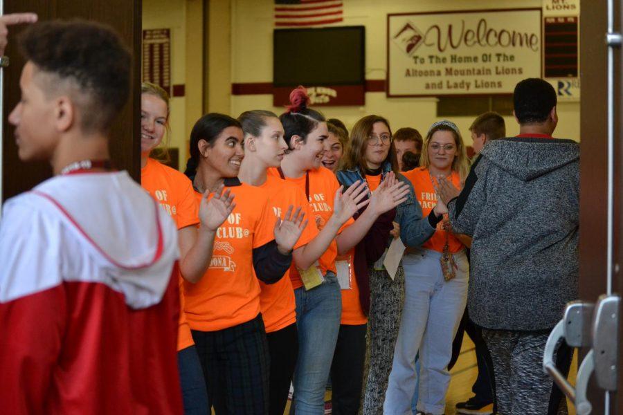 Friends of Rachel greet students