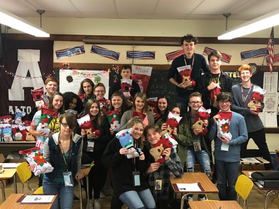 Joy+to+the+world%21+Klines+history+classes+filled+stockings+for+vets%21+This+activity+was+set+up+for+all+her+classes.++