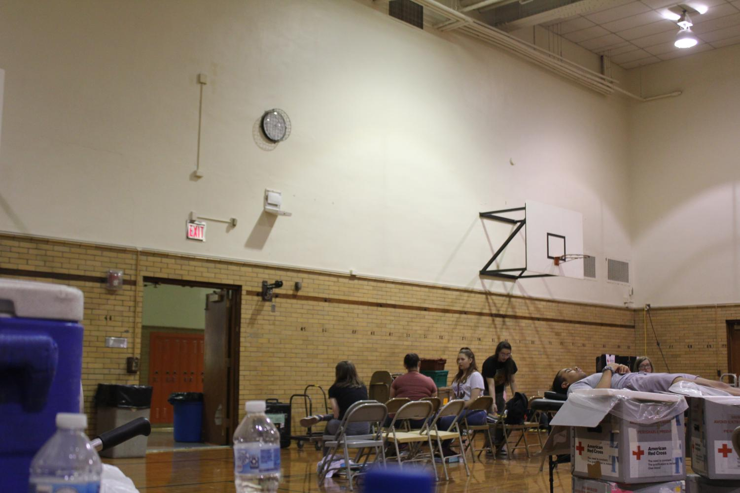 Waiting+For+The+Donation%21+Students+sat+in+the+chairs+right+at+the+entrance+of+the+auxiliary+gym+to+wait+for+their+turns+to+donate+blood.+
