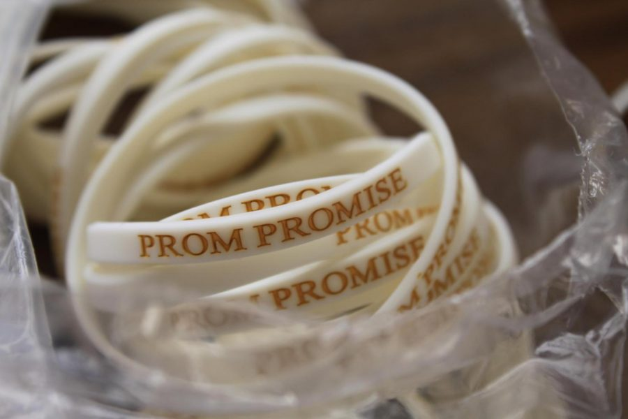 Bracelets+are+handed+out+to+students+who+sign+the+prom+promise+