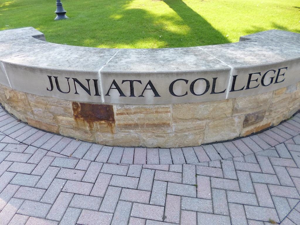 Hola Advanced Placement(AP) Spanish and Spanish three classes will visit Juniata College on Nov. 7. Students who are going on this trip will learn about different experiences from around the Spanish-speaking world.