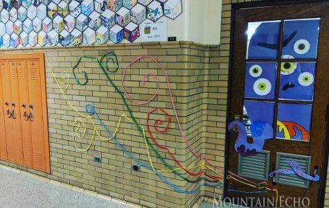 Curry's class wins door decorating contest