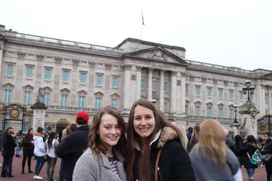 Buckingham+Palace%21%0AKovach+and+Stanley+pose+in+front+of+the+Buckingham+Palace.+This+is+one+of+many+attractions+they+visited+in+London%2C+England.