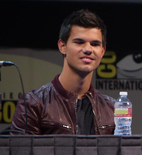 [[File:Taylor Lautner Comic-Con 2011.jpg|Taylor Lautner Comic-Con 2011]]