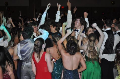 Prom will be held at the Jaffa Shrine on July 25 while the afterglo at Lakemont Park. Prom is only for seniors and approved guests.