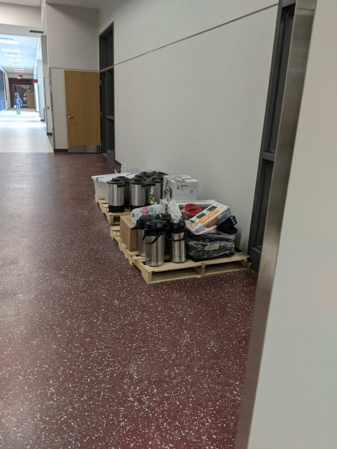 Packing up! The coffee cart packs away its equipment. Last year, the coffee cart sold coffee and other goods to students in the old B building.