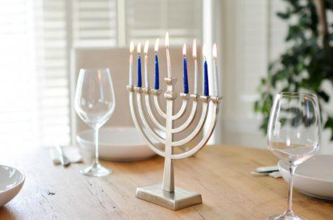 Jewish students, families celebrate Hanukkah