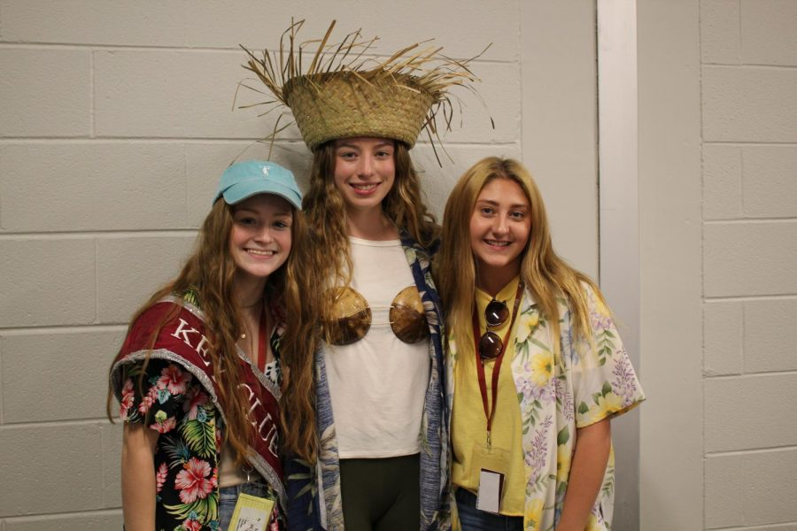 Aloha! 2020 seniors, Julia Whiting, Gianna Caputo and Maddie Kanouff, pose for a picture during the