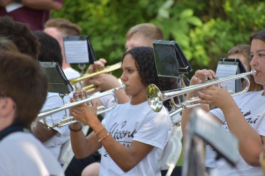 Band performs at Baker Mansion
